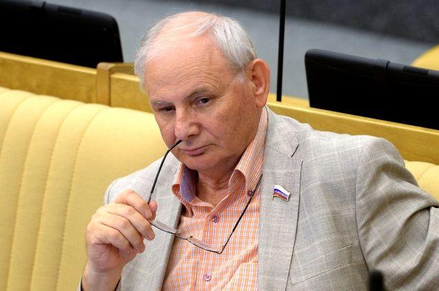 В столицеРФ простились сбывшим депутатом, корреспондентом Борисом Резником