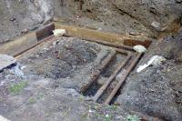 Дети погибли в яме из-за ремонтных работ.