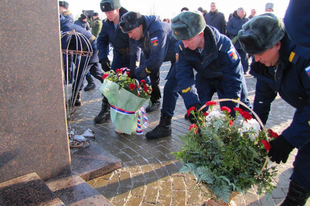 Десантники возложили цветы к памятнику генералу армии Василию Маргелову.