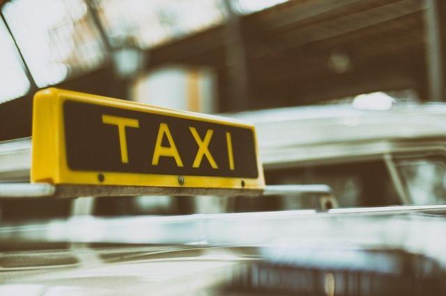 В Тюмени пострадал таксист, прибывший на вызов