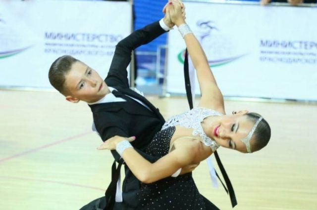Юные новокузнечане одержали победу на соревнованиях по танцам в Москве.