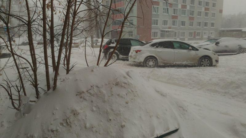 5 февраля не все водители смогли выехать из дворов.