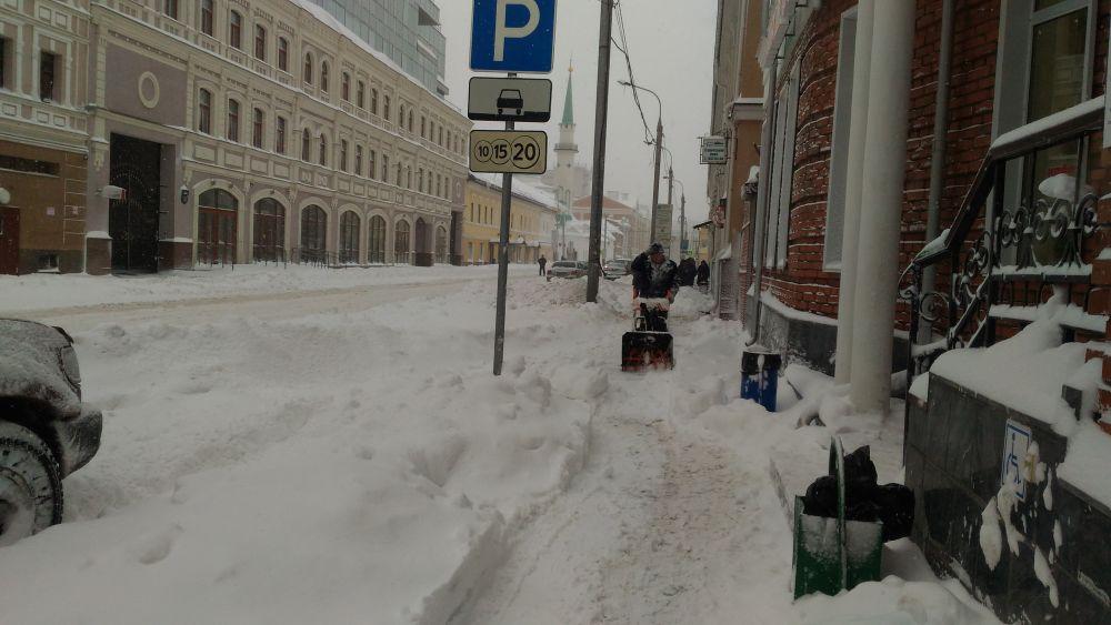 К снегопадам готовились заранее - все подрядные организации получили указания о режиме готовности к ЧС.