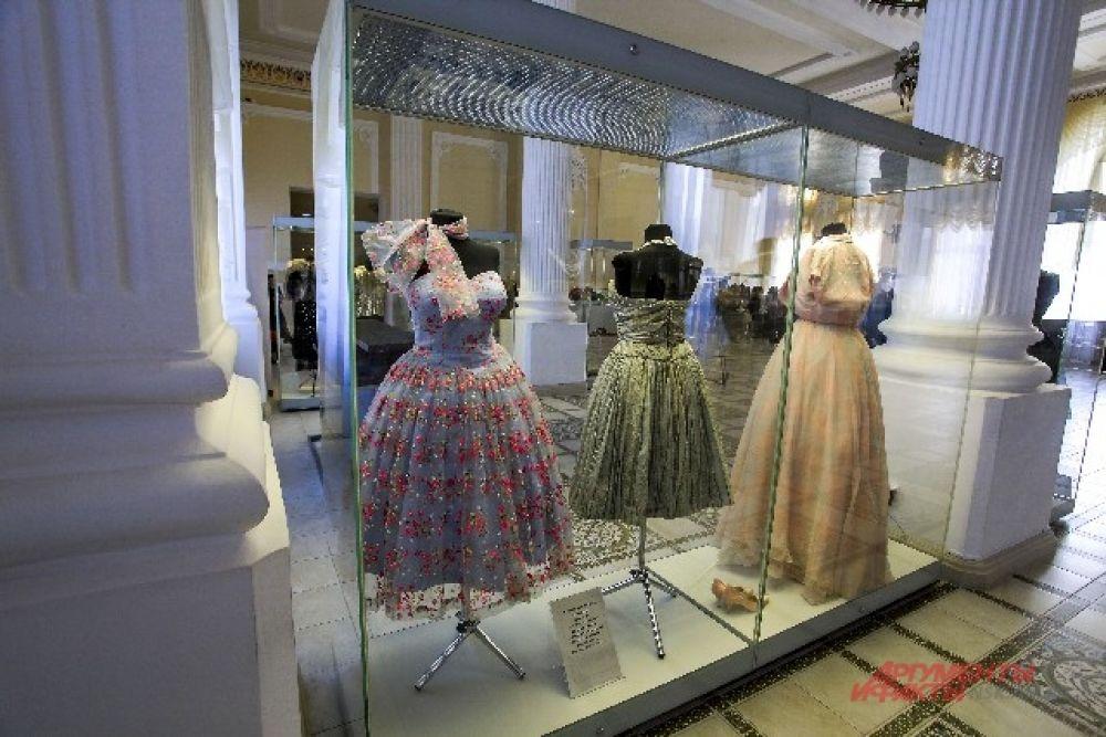 В коллекциях более 65 тыс. предметов одежды. Эта одно из самых крупных в мире собраний, посвященных истории моды.