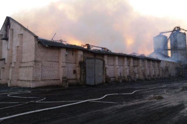ВНиколаевской области пытает завод— Масштабный пожар