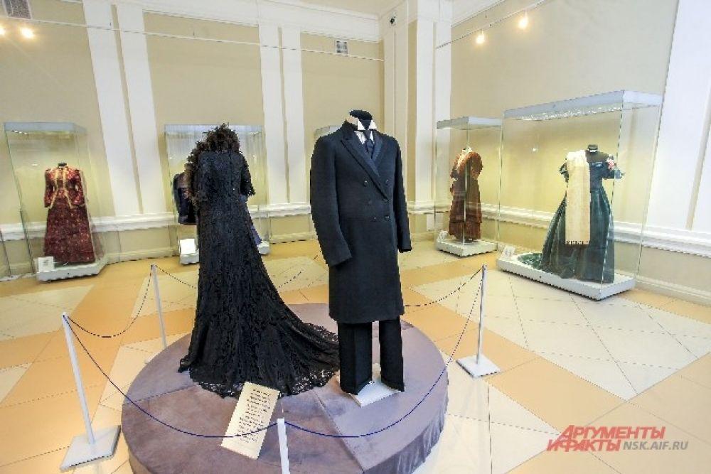 Все представленные на выставке экспонаты принадлежат фонду Александра Васильева.