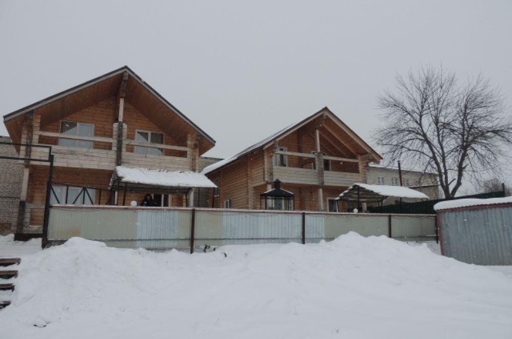 Спортивно-туристический комплекс Приозерный - для любителей активного отдыха и рыбалки. Расположен прямо на озере Неро.