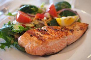 Рыба - поистине кладезь витаминов и микроэлементов.