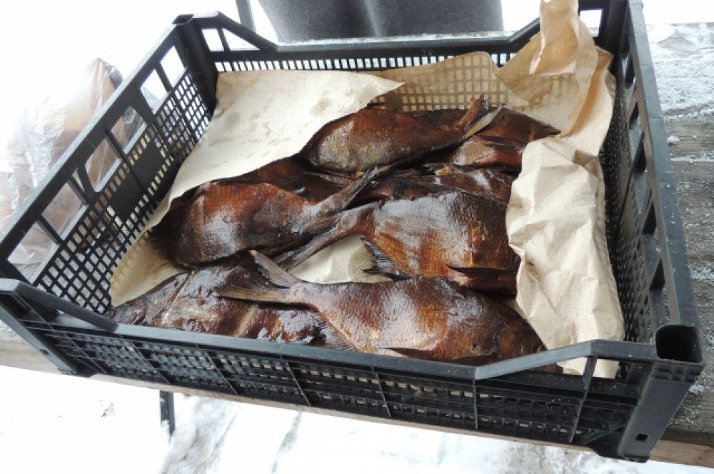 Лещ и окунь из озера Неро, приготовленные по особому рецепту - с добавлением чеснока.