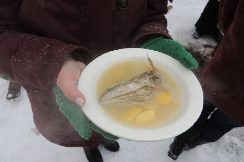 Необычная уха по-ростовски с добавлением куриного бульона.