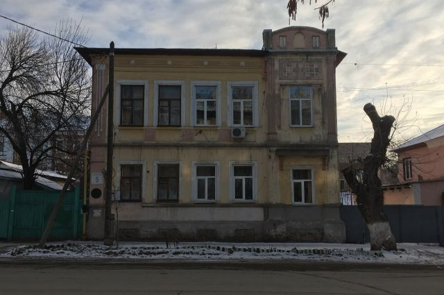 В Оренбурге волонтеры выбрали для реставрации дом художника Калмыкова.