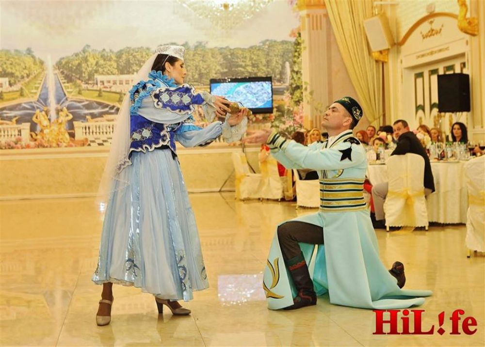 Илия с мужем давно танцуют татарские танцы.