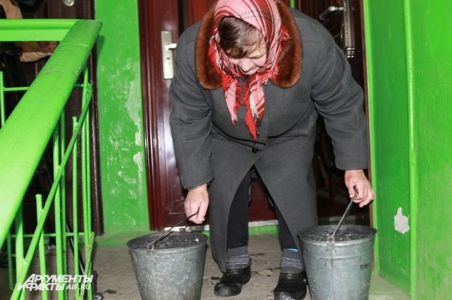 Вквартирах жителей поселка Розет Ростовской области батареи холодные, топят углём.