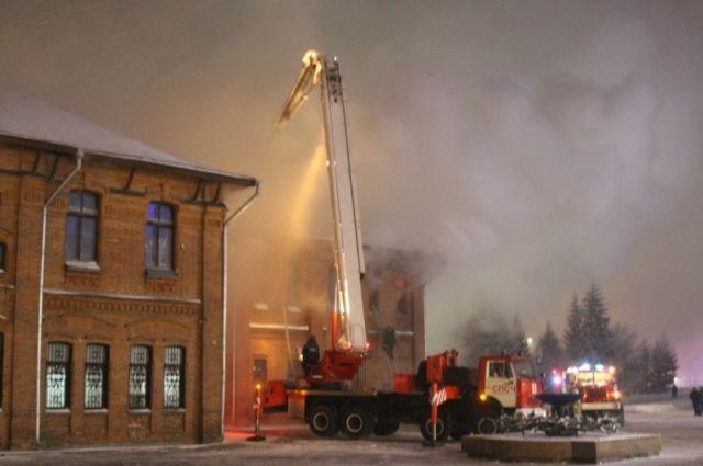 МЧС опубликовало фотографии спожара вбарнаульском «Доме афганцев»