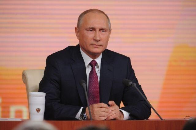 Владимир Путин наградил двух омских медиков