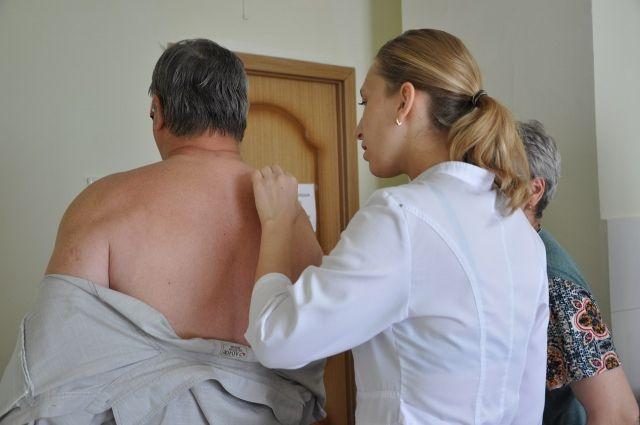 У восьми человек заподозрены злокачественные новообразования кожи.