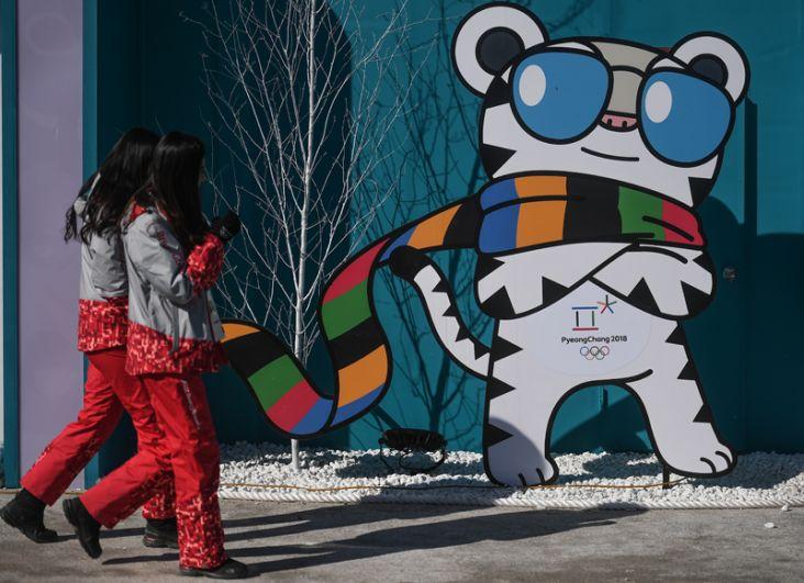 Официальный талисман Зимних Олимпийских 2018 белый тигр Soohorang (Сухоран) в Олимпийском парке Хвэнге в Пхенчхане.