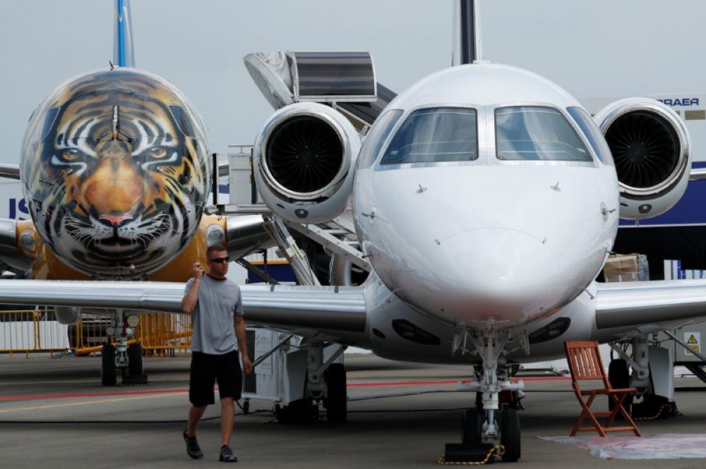 Самолет Embraer E-190 E2.
