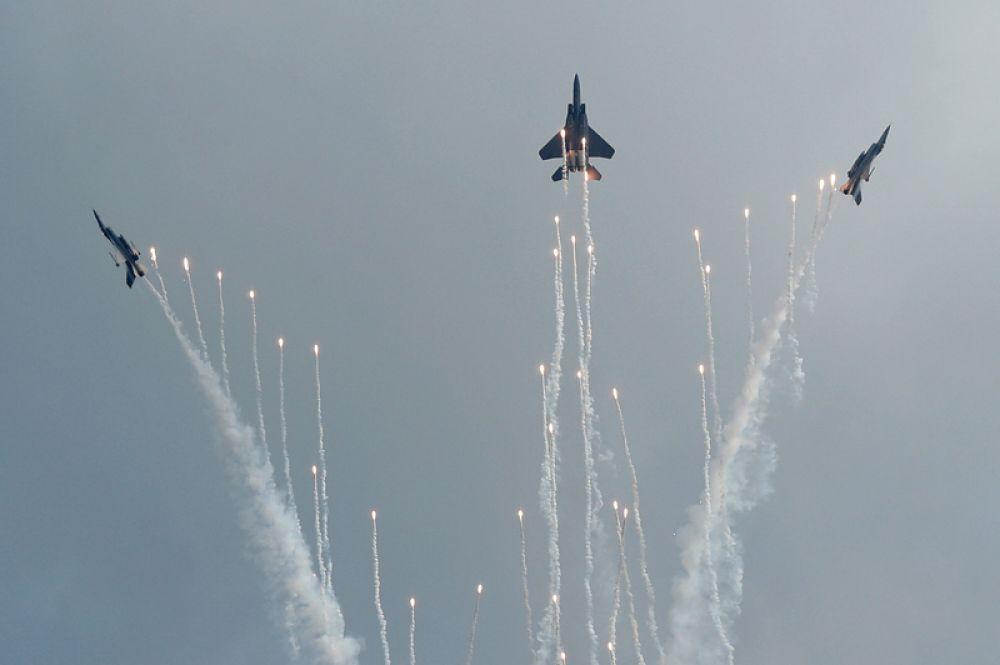 Выступление ВВС Сингапура (RSAF) на самолетах F-16C.