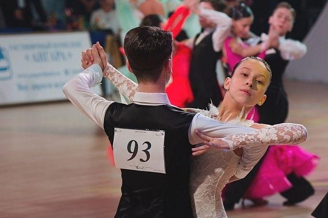 В турнире участвуют пары разных возрастов.