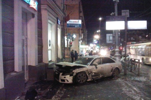 Пламя охватило такси после трагедии вПерми
