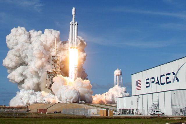 Запуск ракеты Falcon Heavy.