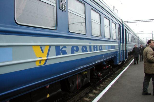 «Укрзализныця» начала назначать дополнительные поезда к8марта