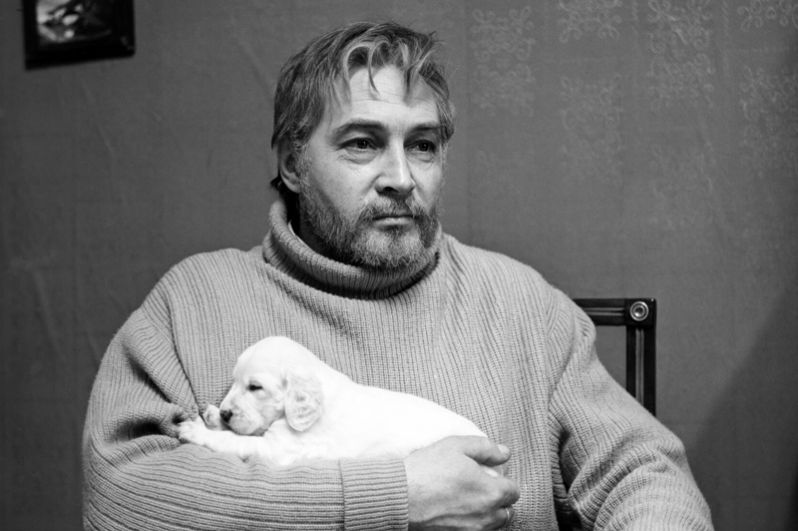 «Белый Бим Черное ухо» (1977). Вячеслав Тихонов в роли писателя Ивана Ивановича Иванова, хозяина Бима.