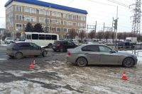 В Оренбурге на улице Юркина столкнулись «Лада» и BMW, есть пострадавший.