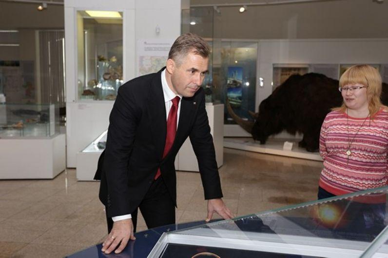 Также в 2014 году встреча с метеоритом состоялась и у уполномоченного при президенте РФ по правам ребенка Павла Астахова.