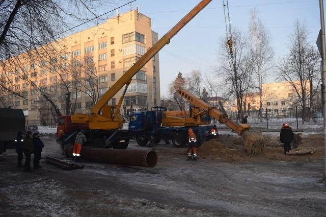 Эта авария на перекрестке улиц  М.Горького – Кирова оставила без воды КГУ и здание суда.