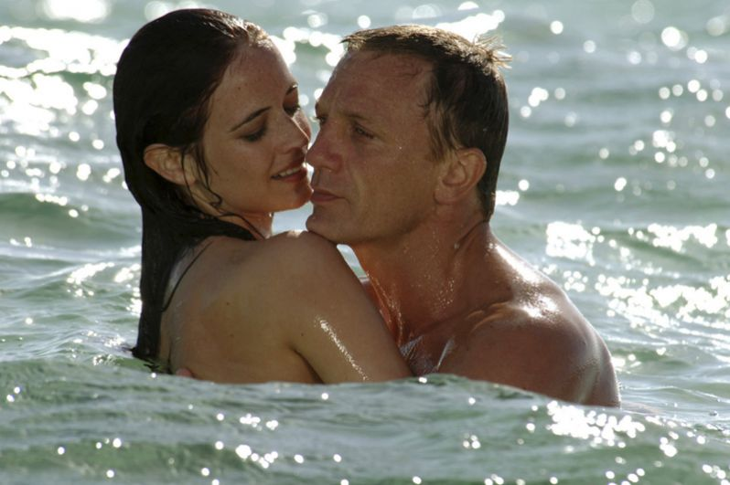 """Широкую известность принесла Крейгу роль агента 007 Джеймса Бонда в фильме «Казино """"Рояль""""» (2006)."""