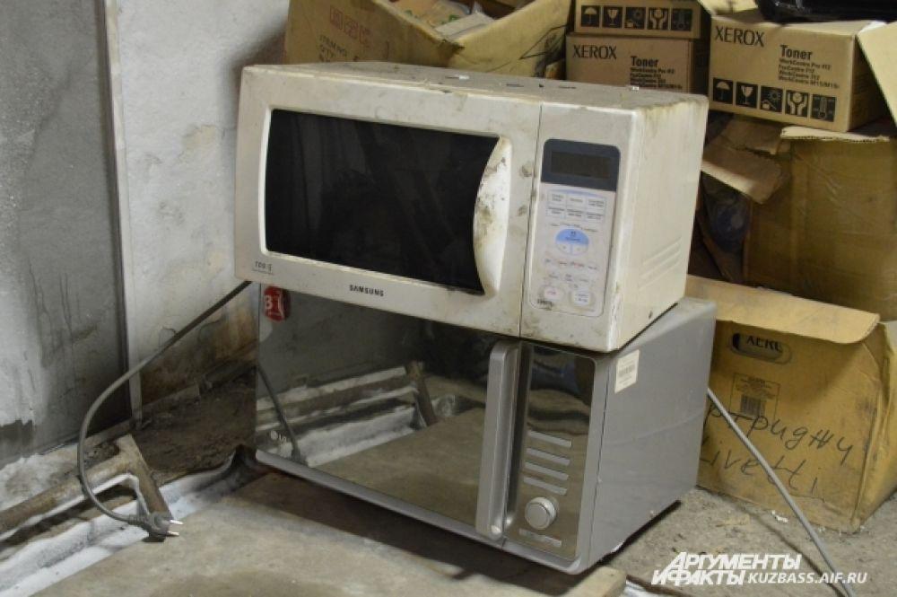 Больше всего в цехах и на территории компьютеров, меньше встречается микроволновок и стиральных машин.