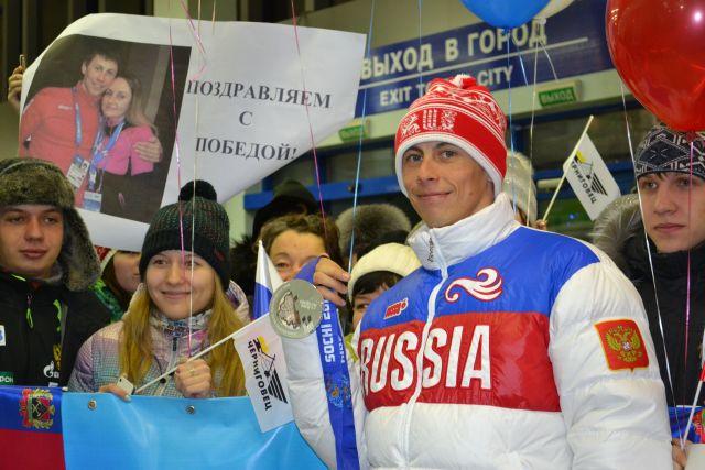 Вовремя открытия Олимпиады американский болельщик развернул флаг Российской Федерации