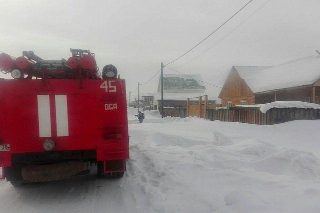 Пожар произошел в Осе на улице Ангарской.