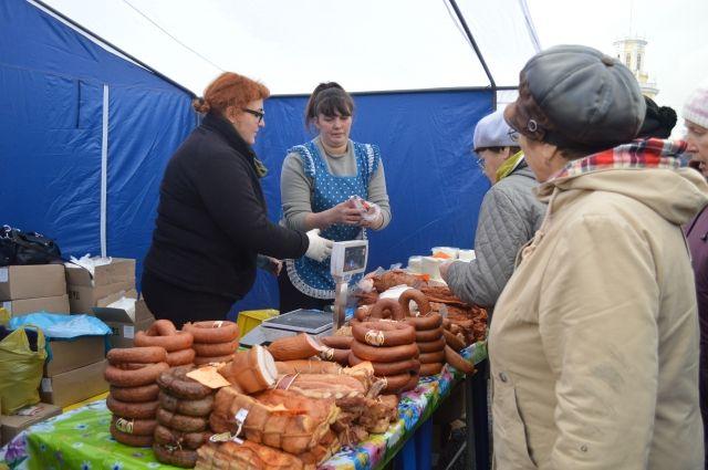 Натомской ярмарке продавались некачественные мясные деликатесы