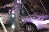 В Киеве на «Лыбедской» автомобиль врезался в столб: есть пострадавшие