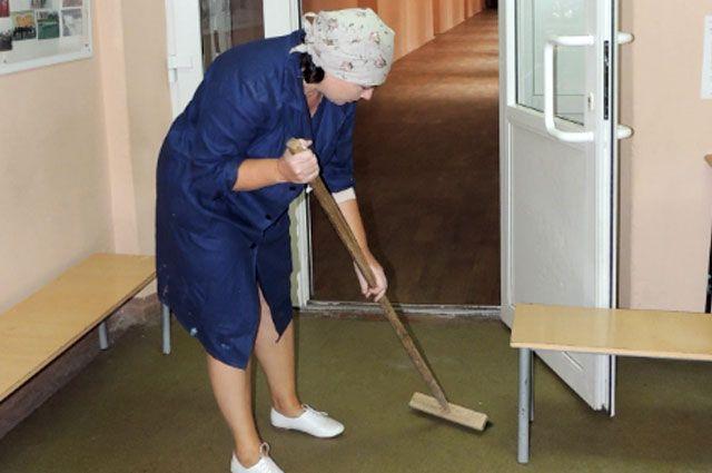 Повышение затронет вспомогательный персонал в школах и детских садах, младший и средний медперсонал, вахтёров и работников кухни.