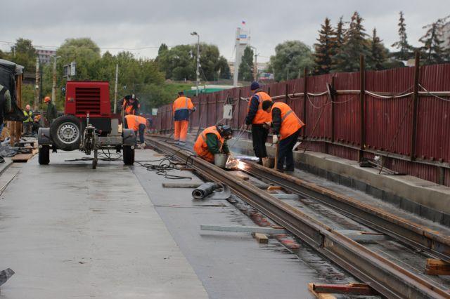 В марте возобновятся маршруты трамваев через остров Октябрьский.