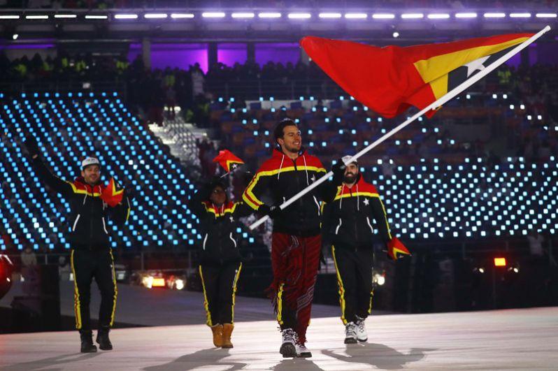 Восточный Тимор. Во второй раз принимает участие в зимней Олимпиаде. Единственную лицензию для страны заработал горнолыжник Йоанн Гутт Гонсалвеш.