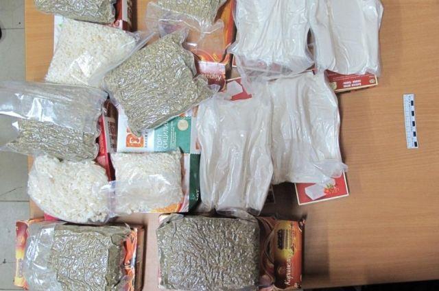 29-летний житель Гамово перевозил наркотики в дорожной сумке под видом кондитерских изделий.
