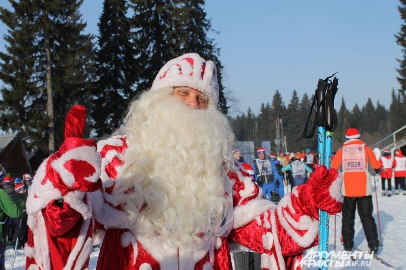 Пермский Дед Мороз принял участие в первом забеге, открывшем мероприятие, и остался доволен.