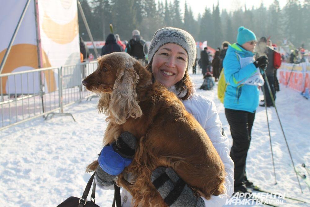 Ольга приехала поболеть за сына вместе со своей собакой.