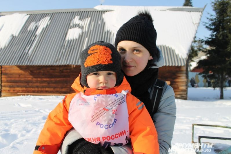 Поддержать своего папу пришёл Кирилл вместе со своей мамой.