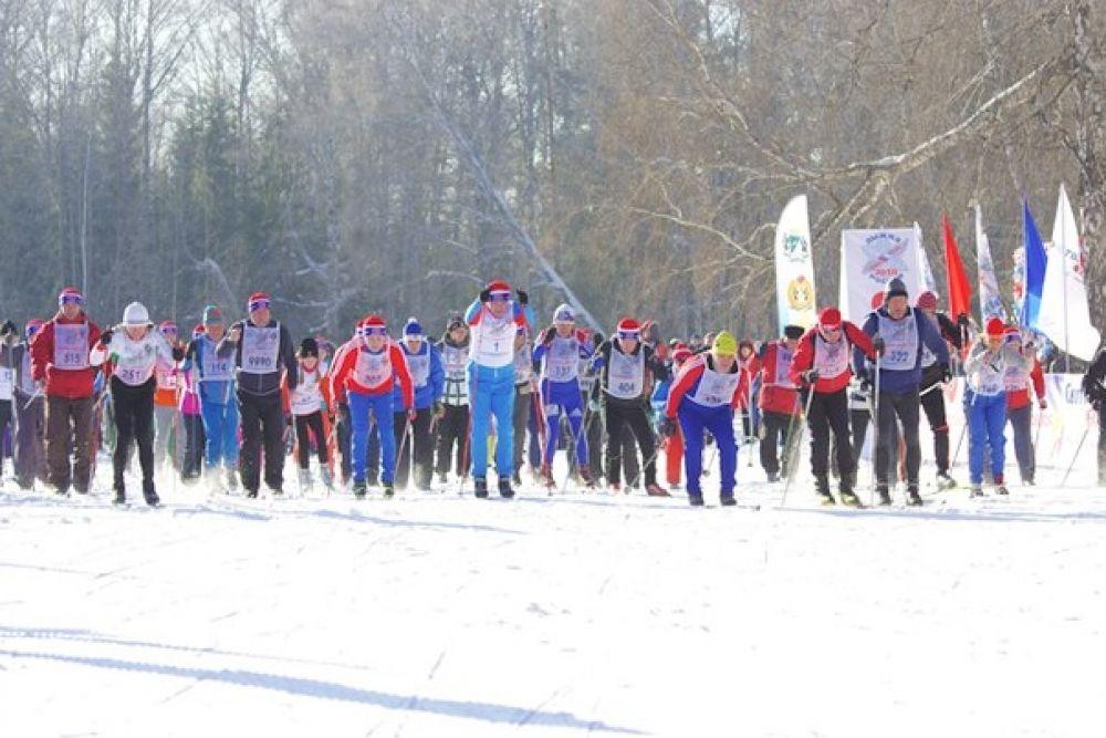 Участие в гонках принял и врио губернатора НСО Андрей Травников.