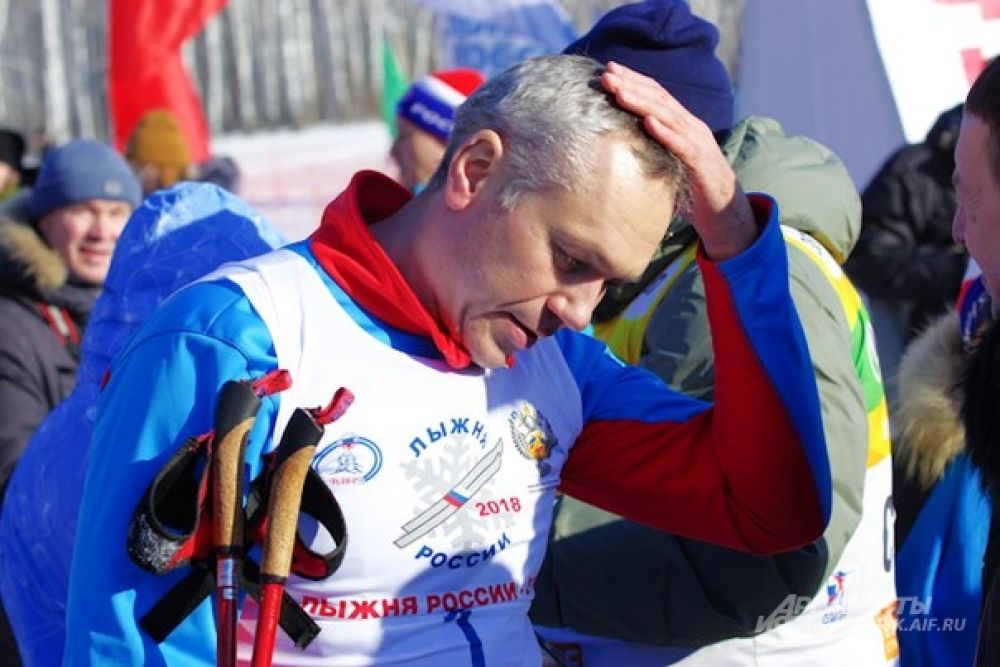 И занял шестое место. С учетом того, что его соперниками были в том числе профессиональные спортсмены, результат очень даже не плохой. А все потому что в школе и после армии Андрей Травников активно занимался лыжным спортом, и сейчас старается поддерживать форму.