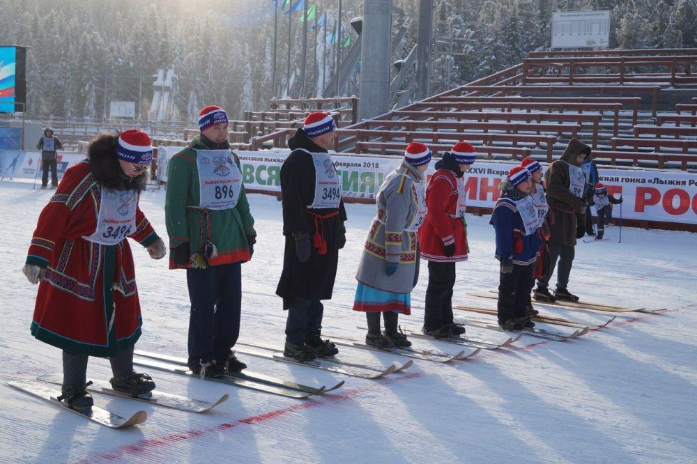 Изюминкой соревнований стали национальные забеги ханты и манси на охотничьих лыжах.