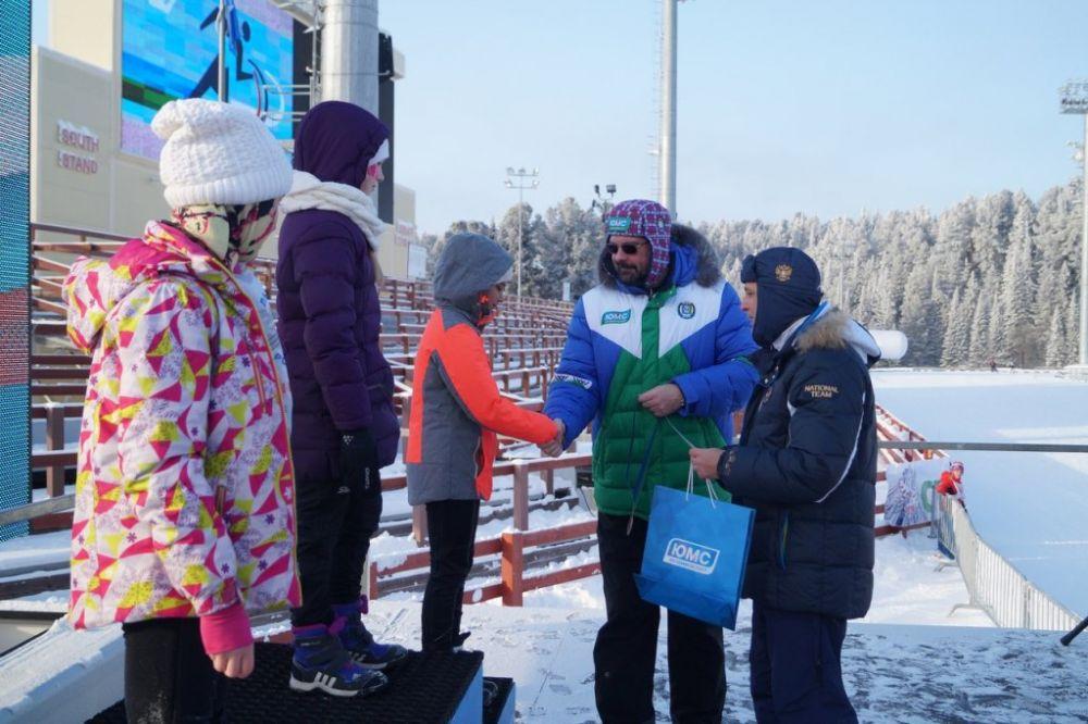 Призы победителям вручали главный федеральный инспектор по Ханты-Мансийскому автономному округу Дмитрий Кузьменко и заместитель губернатора Югры Всеволод Кольцов.