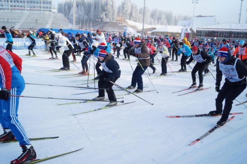 В зависимости от возрастных групп спортсмены бежали дистанции от 1500 до 5000 метров.