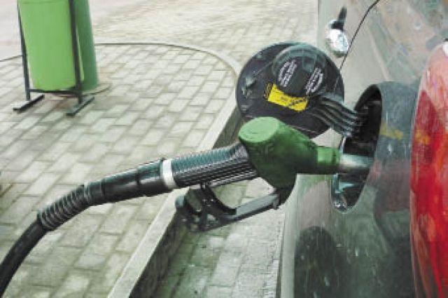 Парни не хотели платить за бензин.